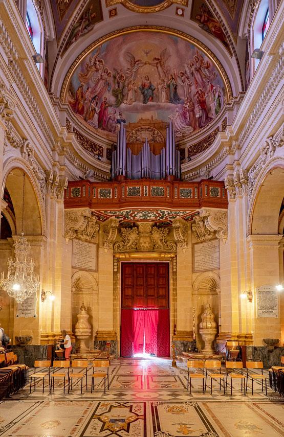 Das Kirchenschiff der Kathedrale