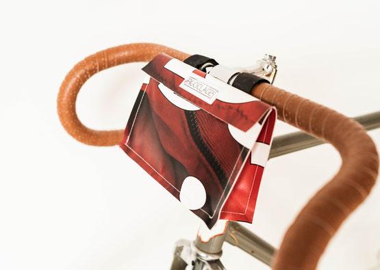 Upcycling Fahrradtaschen passen nicht nur an jedes Trekking Bike, auch auf Rennräder sehen sehen verdammt gut aus.