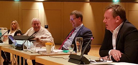 Fraktionsvorsitzende Götz Winter mit einem seiner Stellvertreter Martin Fischer, dem Fraktionsgeschäftsführer Werner Borger und der Verantworlichen für die Öffentlichkeitsarbeit Isabelle Sarrach
