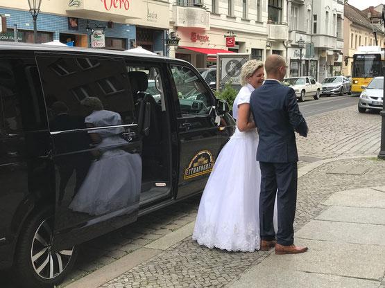 Mit dem VW Bus Hochzeitsauto nach Köpenick zum Standesamt