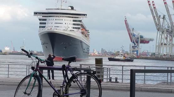 Queen Mary läuft aus....