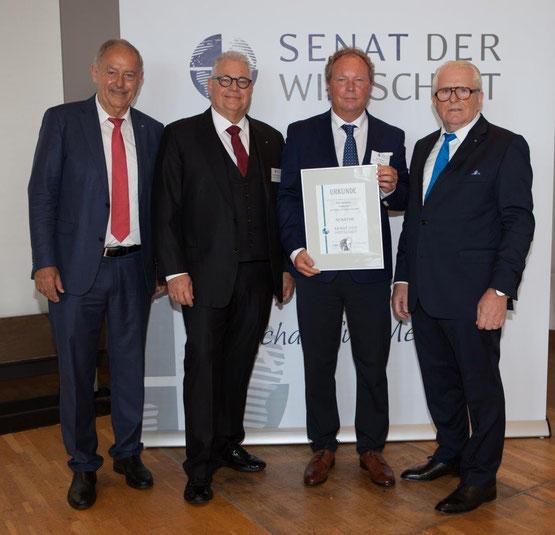 Geschäftsführer Herr Willi Harhammer bei der Urkundenübergabe beim Convent des Senats der Wirtschaft in Bonn