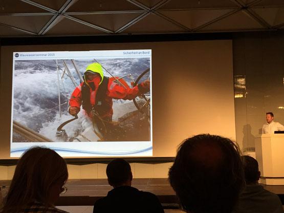 Sönke Roever bei seinem Vortrag über Sicherheit an Bord (wollen wir das wirklich...?)