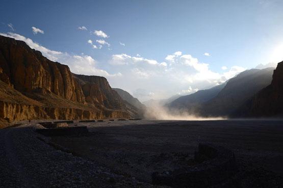 Tolle Stimmung am Flussbett des Kali-Gandaki