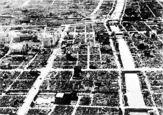 昭和20年3月の空襲により焼け野原となった千日前と道頓堀川一帯(写真提供:道頓堀商店会)