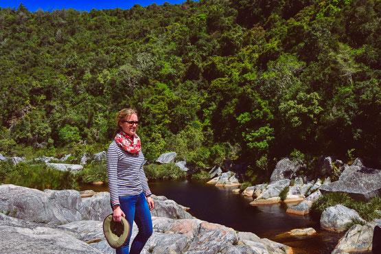 Am Ende einer Kanufahrt und Wanderung zum Wasserfall