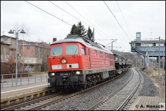 Am 11. Januar 2016 befördert 232 240-2 den als M 62668 benummerten Militärzug Marienberg - Celle (Trauen). Bei der Durchfahrt durch den Hp Chemnitz-Hilbersdorf entstand diese Aufnahme