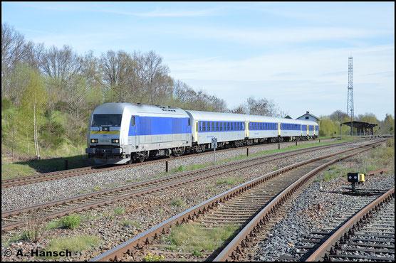 Am 22. April 2016 sieht man ihr die Vergangenheit bei der NOB nicht mehr an, als sie mit einem gedrehten und nur 4 Wagen umfassenden RE6 nach Leipzig durch Wittgensdorf ob. Bf. rollt