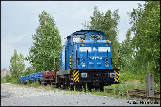 Am 30. Juni 2017 steht die Lok mit 4 Flachwagen in Chemnitz-Süd abgestellt