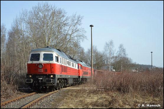 Am 24. Februar 2021 holt die Lok Eaos-Wagen im Anschlussgleis von TSR Recycling. 233 367-2 wurde zuvor aus dem Stillstandsmanagement aufgenommen. Sie ist nach Bulgarien verkauft worden