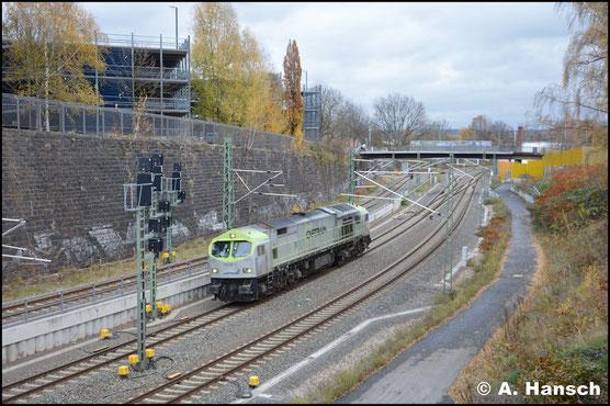 Im Captrain-Design und ebenfalls Lz treffe ich die Lok am 19. November 2017 kurz vor Chemnitz Hbf. an. Sie ist gen Dresden unterwegs