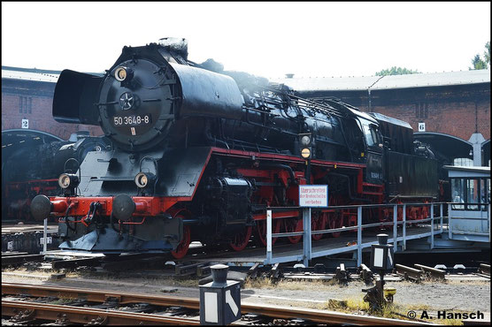 Am 29. August 2015 steht 50 3648-8 auf der Drehscheibe des SEM Chemnitz. Anlässlich des 24. Heizhausfests wird die Lok den Besuchern präsentiert