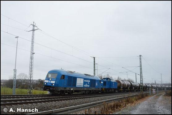 Am 28. November 2017 hat die Lok Vorspann vor 202 811-6  (PRESS 204 044-6). Mit einem Kesselzug verlassen die Loks Chemnitz-Furth gen Riesa