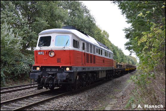 232 333-5 war am 2. Oktober 2018 bei einer Gleisbaustelle in Wittgensdorf-Mitte als Zuglok eingesetzt