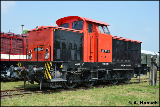 345 029-3 konnte am 28. Mai 2016 im Bw Weimar besichtigt werden. Sie gehört dem Eisenbahnunternehmen EBS