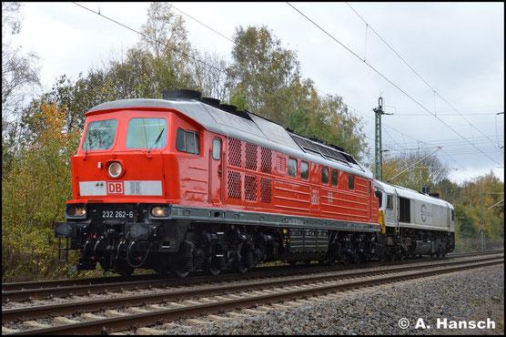 Aus Cottbus kommend und entsprechend top gepflegt, begegnet mir die Lok am 27. Oktober 2017 in Chemnitz-Furth ein weiteres mal. Vermutlich reist sie, gemeinsam mit 077 024-3, nach Nürnberg