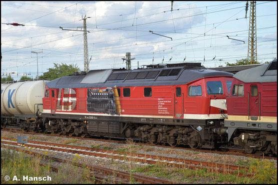 Am 6. September 2020 ist die Lok bereits einige Zeit hauptuntersucht und wieder im Einsatz. Hinter 232 109-9 (LEG 132 109-0) zieht die Lok einen Kesselwagenzug durch den Bf. Gößnitz