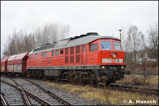 232 654-4 verlässt mit Gipszug Chemnitz-Küchwald - Großkorbetha am 28. Dezember 2017 den Startbahnhof