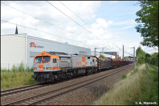 Am 11. August 2021 schleppt die Lok Stammholz von Freiberg nach Kaufering. In Chemnitz-Schönau konnte ich die Fuhre auf den Kamerachip brennen