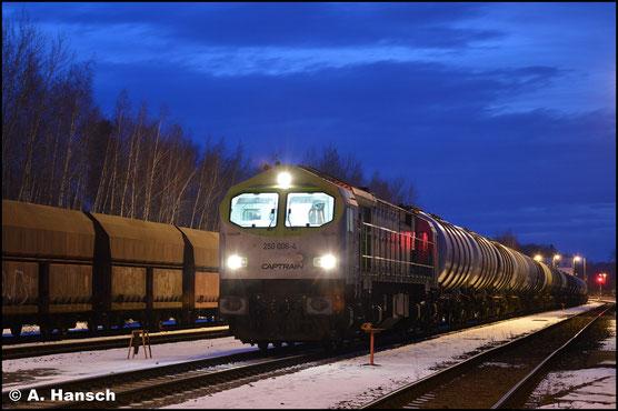 Eine schöne Abendstimmung im Rbf. Chemnitz-Küchwald konnte am 30. Januar 2019 durch 250 006-4 mit ihrem Kesselwagenzug abgerundet werden