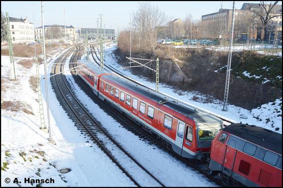 Am 16. Februar 2017 verlässt 628/928 559 gezogen von 218 498-4 als Lr-G 72393 (Chemnitz - Mühldorf) den Chemnitzer Hbf.