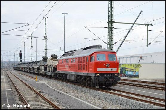 Am 22. März 2016 bringt 232 230-3 den Militärzug M 62670 aus Marienberg bis Chemnitz Hbf. Von hier geht es mit 145 049-3 weiter bis Gardelegen