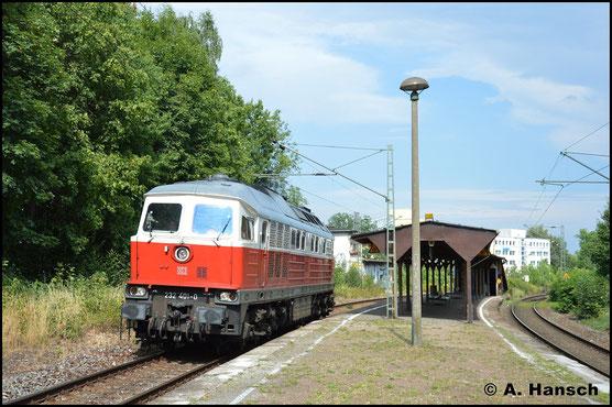 Nachdem sie einen Militärzug aus Marienberg nach Chemnitz Hbf. befördert hat, rollt 232 401-0 am Nachmittag des 28.7.2018 Lz durch Chemnitz-Mitte gen Zwickau