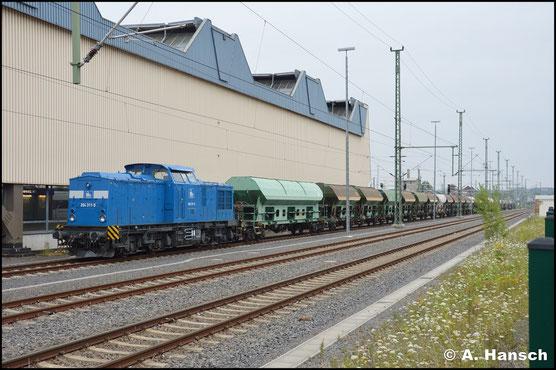 Am 15. Juli 2019 ist die Lok im typischen Blau ihres neuen Eigentümers, der PRESS, in Chemnitz Hbf. abgestellt. Am Haken hat sie einen langen ITL-Schotterzug