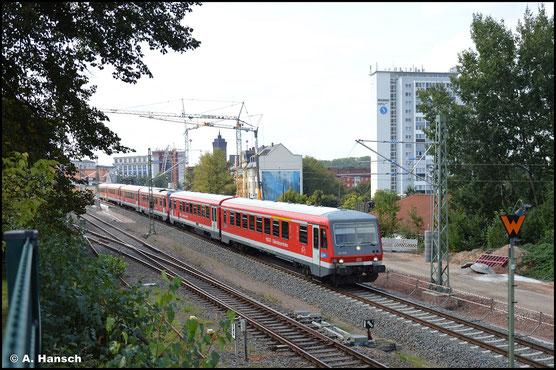 Als einer von drei Triebwagen ist am 13. September 2021 628/928 628 ins AW Chemnitz unterwegs. Am Hp Chemnitz-Süd entstand ein Bild des Zuges