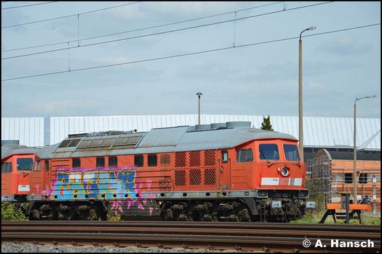 232 453-1 steht am 27. April 2018 vor 232 055-4 am AW Chemnitz. Die Loks sollen zeitnah nach Ungarn gehen