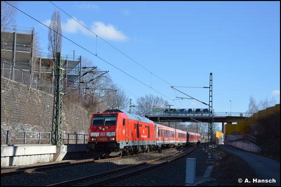 Am 7. März 2021 bringt 245 015-3 die beiden Triebwagen 628/928 596 und 628/928 623 ins AW Chemnitz. Kurz vorm Chemnitzer Hbf. entstand ein Bild des Gespanns