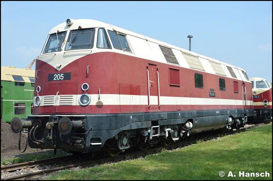 Bei der ex MEG 205 handelt es sich um ex DR Lok 118 788-9. am 28. Mai 2016 steht sie mit beiden Nummern beschildert im Bw Weimar