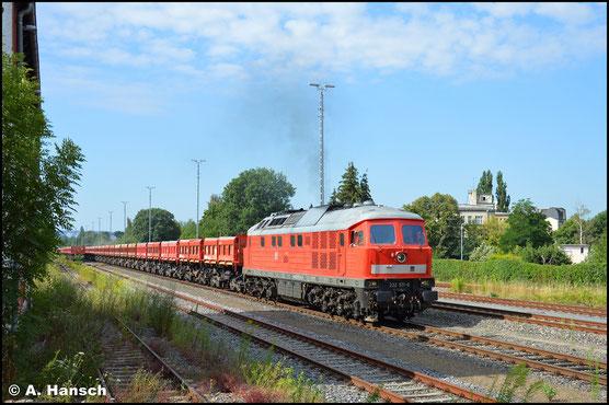 Laut wie ein Jet verlässt die Lok am 23. Juli 2020 mit langem Schotterleerzug Chemnitz-Süd