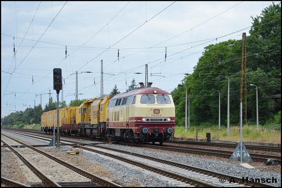 218 105-5 durchfährt mit Bauzug am 26. Juni 2017 Leipzig-Wiederitzsch