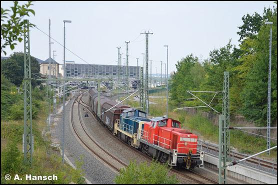 294 653-1 schleppt am 29. Juli 2019 die defekte 294 615-0 samt ihrer Leistung, der Übergabe nach Zwickau, ab Chemnitz Hbf.