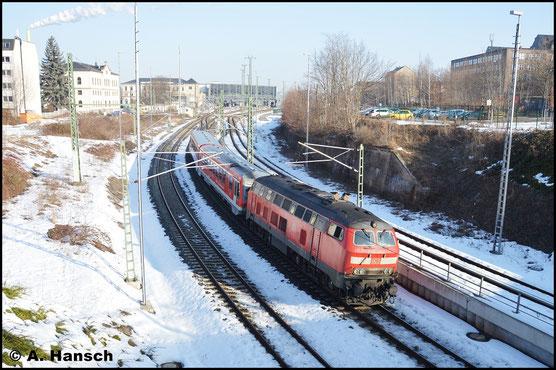 Als Lr-G 72393 Chemnitz - Mühldorf verlässt 218 498-4 mit 628/928 559 den Chemnitzer Hbf. gen Glauchau (16. Februar 2017)