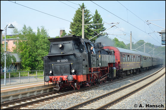 Am 29. Mai 2016 hat 86 1333-3 Sonderzugdienst. Am Hp Chemnitz-Hilbersdorf rauscht DPE 61186 aus Wolkenstein kommend an mir vorbei
