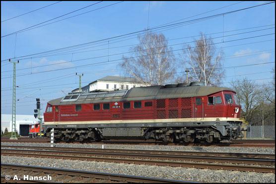 """Inzwischen mit """"DB-Keks"""" an den Stirnflächen rangiert die Lok am 18. März 2020 am AW Chemnitz"""