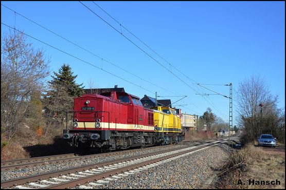 202 466-9 bringt am 24. Februar 2019 202 481-8 gen Leipzig. Die Lok soll neue Fristen bekommen. Hier durcheilt die Fuhre Grüna bei Chemnitz