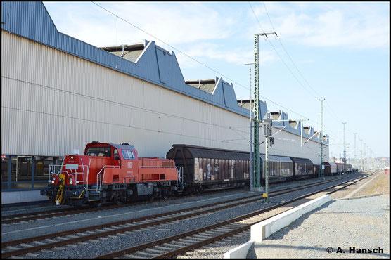 Am 31. März 2021 verlässt 261 062-4 mit bunter Übergabe nach Zwickau den Chemnitzer Hbf.