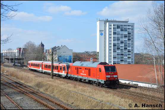 Am 24. März 2018 fährt mir mit 245 010-4 die erste Lok dieser BR vor die Linse. Am Haken hat sie 628 425 der Gäubodenbahn. Hier durchfährt die Fuhre Chemnitz-Süd