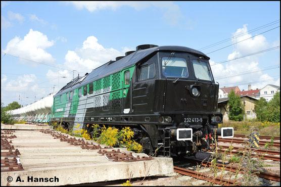 Am 21. September 2019 steht 232 413-5 mit Zementzug für Deutschenbora in Döbeln. Inzwischen ist die Lok in Besitz von Skinest Rail AS (Lettland) und als eine von zwei Loks weiter in Deutschland im Einsatz