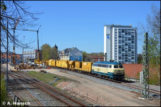 218 381-2 gehört Railsystems RP und durcheilt hier am 22. April 2020 mit dem DGS 95622 nach Berlin den Hp Chemnitz-Süd