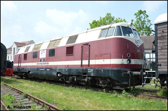 228 503-9 (ex MEG 203, ex BUNA 203) steht am 28. Mai 2016 im Bw Weimar. Sie trägt noch die MEG-Beschilderung