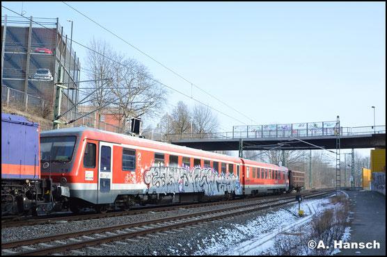 Hinter 629 344 verbirgt sich der ehem. 628 349. Gemeinsam mit 628 344 (hinterer Teil) wird der Triebwagen am 9. Februar 2018 als Dgs 44387 nach Tschechien überführt. Hier ist der Zug kurz vor Chemnitz Hbf. zu sehen