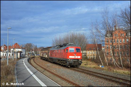 232 117-2 kehrte Anfang 2020 aus Oberhausen zurück nach Halle. Am 31. Januar zieht sie wegen Überlänge die Übergabe Zwickau - Chemnitz-Süd. Geräuschvoll fährt die Fuhre in den Zielbahnhof ein