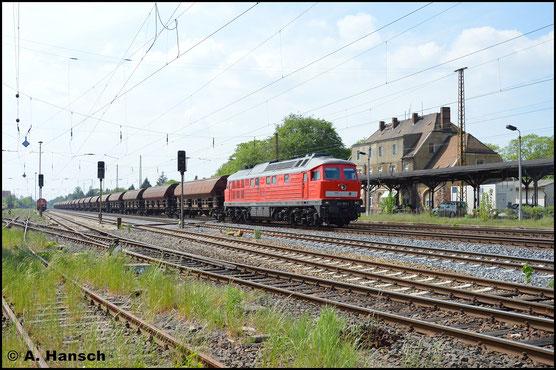 Am 11. Mai 2016 wuchtet 232 589-2 einen Güterzug durch Leipzig-Wiederitzsch