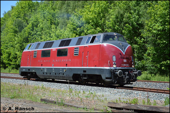 V200 033 gehört den Eisenbahnfreunden aus Hamm. Am 28. Mai 2017 ist sie in Schwarzenberg zum Bw-Fest zu Gast und zeigt sich bei der Lokparade in voller Pracht