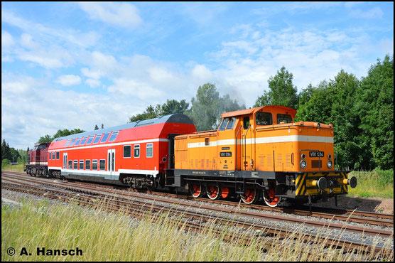 Am 30. Juni 2017 überführt die Lok einen Doppelstockwagen aus Chemnitz-Süd (hier bei der dortigen Ausfahrt) ins AW Chemnitz. Als Bremslok ist 203 145-8 (RISS 203 843-8) mit am Zugschluss