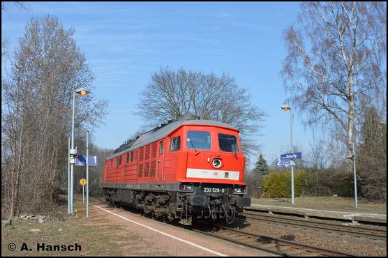 232 528-0 ist am 28. Februar 2019 nach Chemnitz-Küchwald unterwegs um den Gipszug abzuholen. An diesem Tag werden keine Leerwagen mitgeführt. Hier rollt die Lok durch Chemnitz-Borna Hp